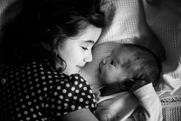 fotografo neonato con sorella