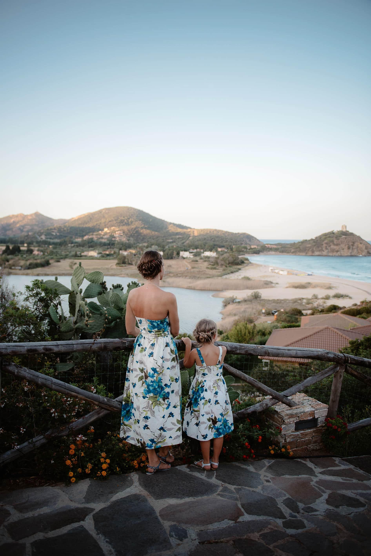 Fotografia lifestyle di famiglia in vacanza in sardegna