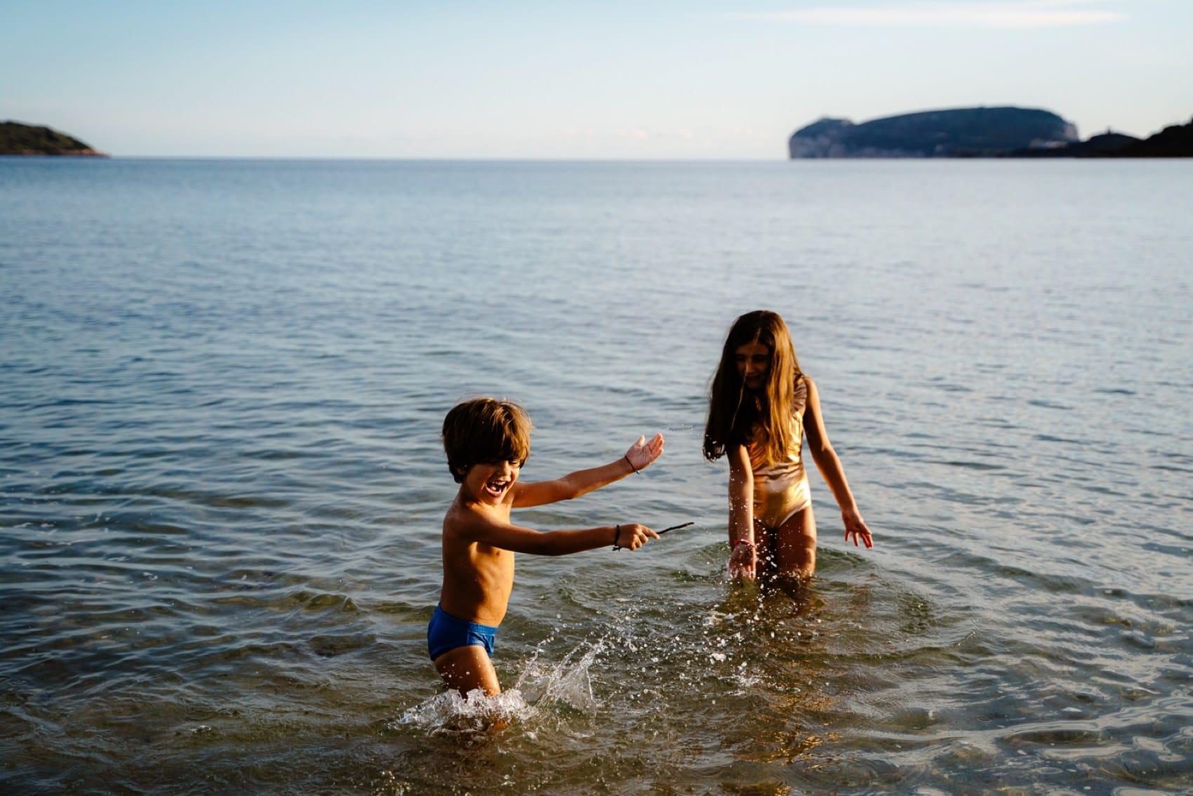 foto al mare di famiglia in sardegna